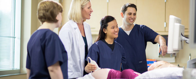 sonography-students-instructor